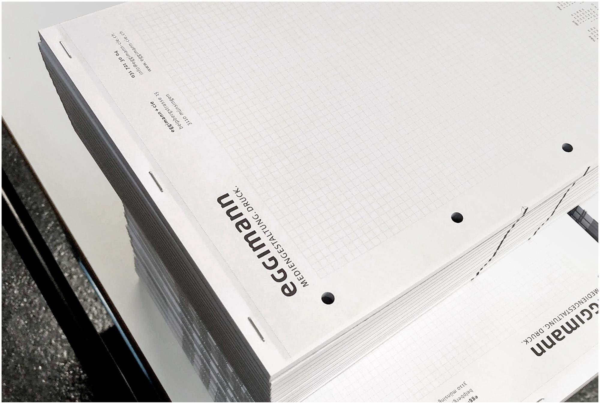 Schreibblocks A4 mit Logo – Klammern einpressen