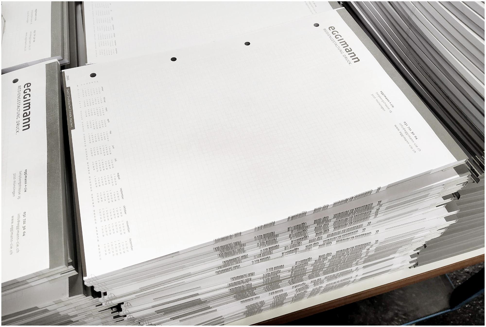 Zuschnitt der Schreibblocks A4 auf das Fertigformat